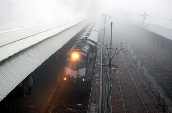 Skymet Weather, Uttar Pradesh, Delhi NCR, Punjab, Haryana, Rajasthan, delay, flight, fog, Jammu, pollution, Srinagar, train, traveller, winters, NewsMobile, Mobile news India
