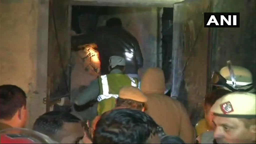 Fire, Building, Collapse, Moti Nagar, West Delhi, Delhi, News Mobile, News Mobile India