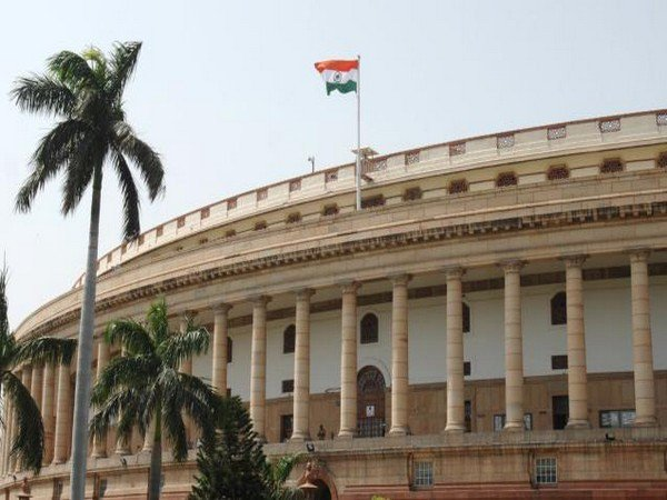PM Narendra Modi, Arun Jaitley, Thaawarchand Gehlot, Lok Sabha Speaker Sumitra Mahajan, Rajnath Singh, Lok Sabha, Reservation Bill, Passes, News Mobile, News Mobile India