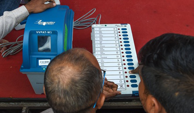 Electronic Voting Machines, EVM, Election, Lok Sabha, Polls, News, Mobile, NewsMobile, India, Election Commission, EC, Chief Election Commissioner