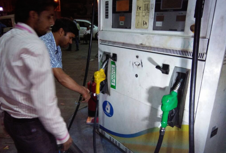 Fuel, prices, hiked, sixth time, 2019, petrol, Rs 70, Diesel, NewsMobile, Mobile, news, India, Business