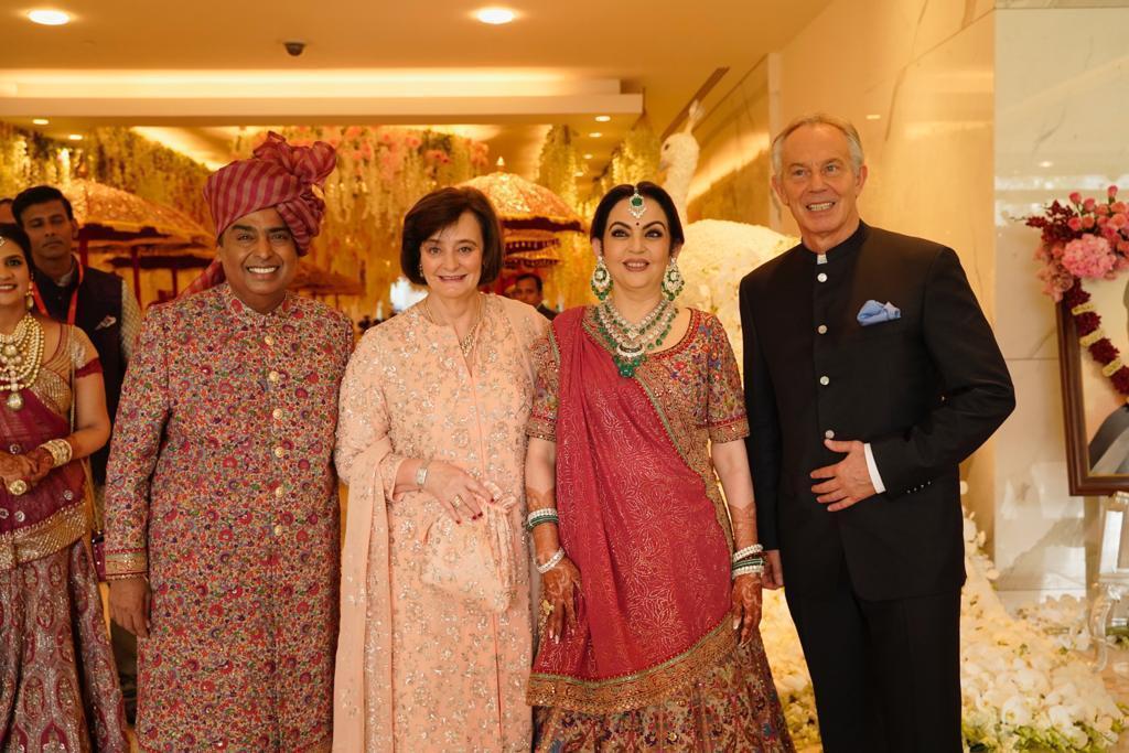 Akash Ambani, Sholka Mehta, Sachin Tendulkar, Tony Blair, Ban Ki-Moon, Sundar Pichai, Shah Rukh Khan, Aamir Khan, Ambani's Wedding, News Mobile, News Mobile India