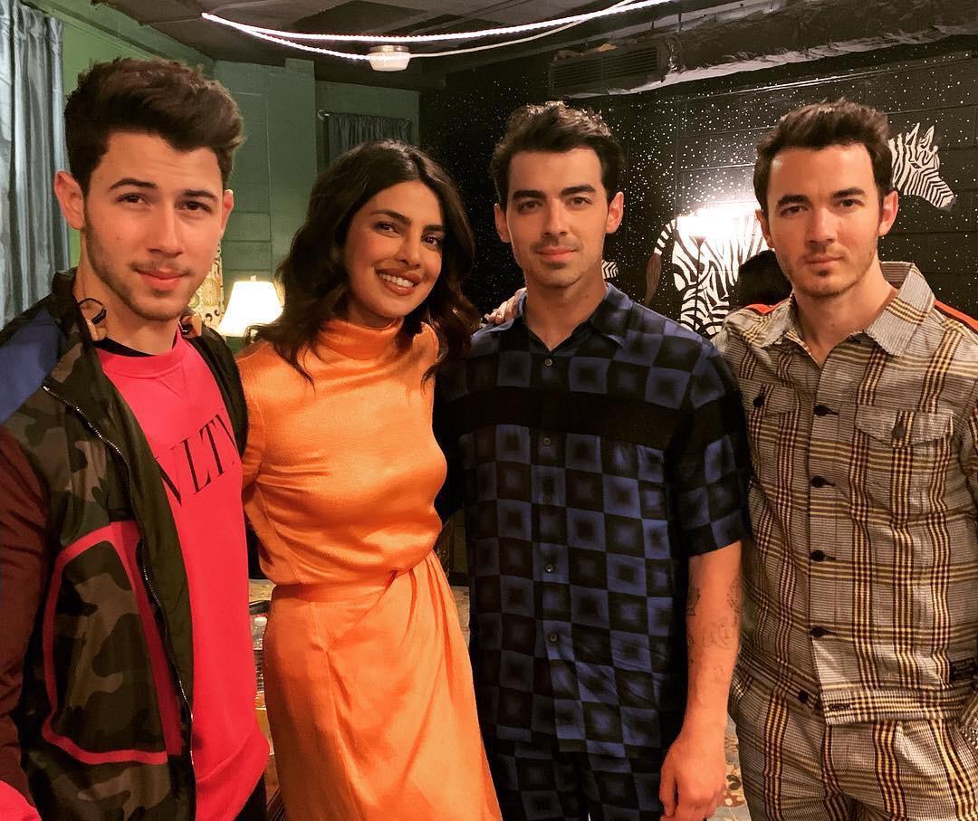 Priyanka Chopra, Nick Jonas, Jonas Brothers, Desi Girl, PeeCee, News Mobile, News Mobile India