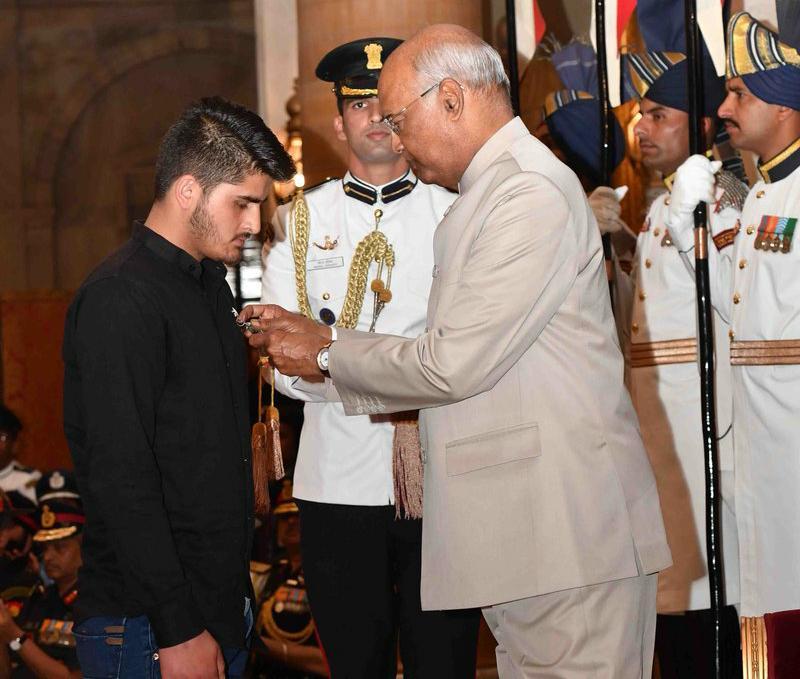 Irfan Ramzan Sheikh, Kammu and Kashmir, President Ram Nath Kovind, Shaurya Chakra, 14 year old, News Mobile, News Mobile India