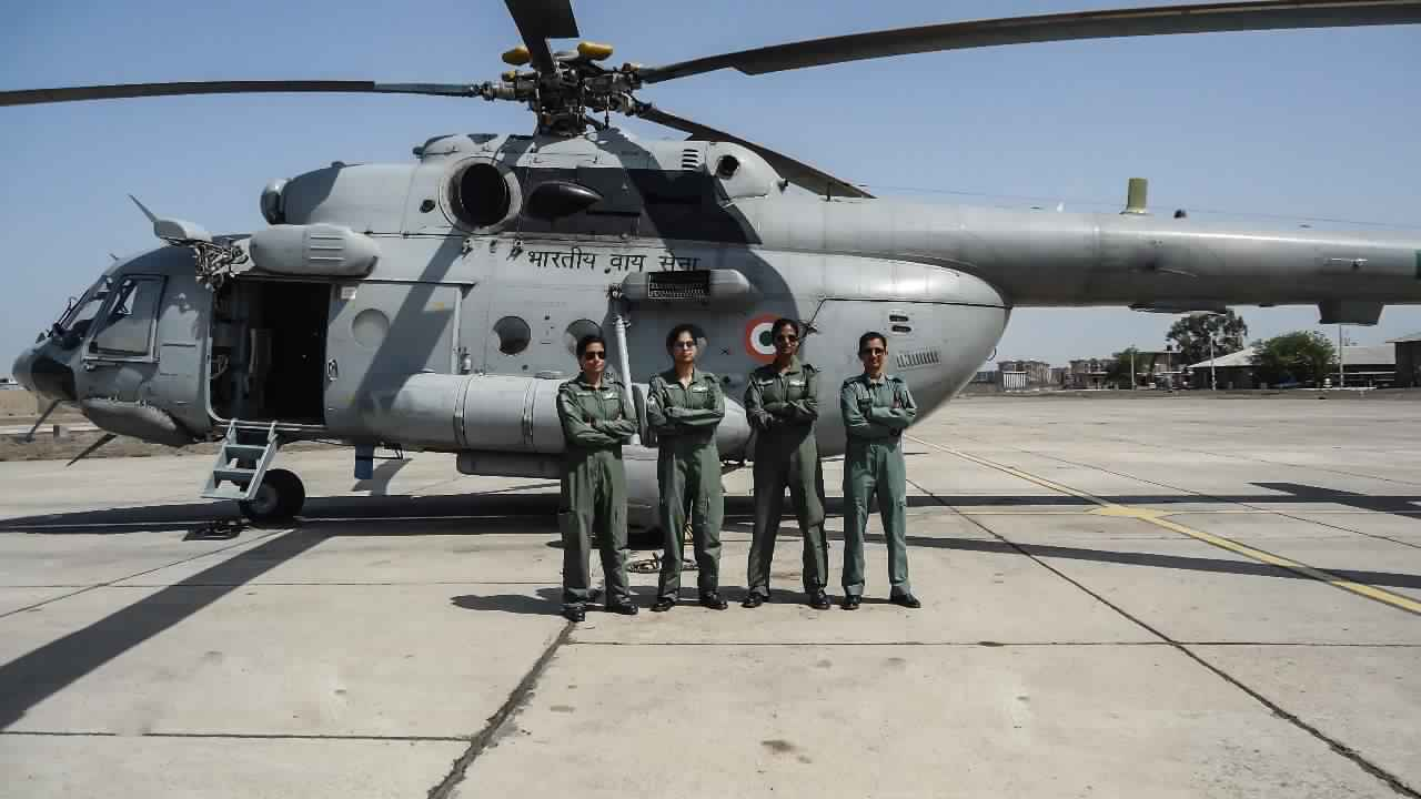 Flight Lieutenant Parul Bhardwaj, Flying Officer Aman Nidhi, Flight Lieutenant Hina Jaiswal, First All-Women Crew, Mi-17 V5, Helicopter, News Mobile, News Mobile India