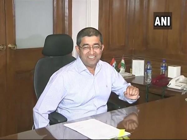 Ajoy Mehta, BMC, Praveen Pardeshi, BMC Commissioner, Maharashtra CM Devendra Fadnavis, News Mobile, News Mobile India