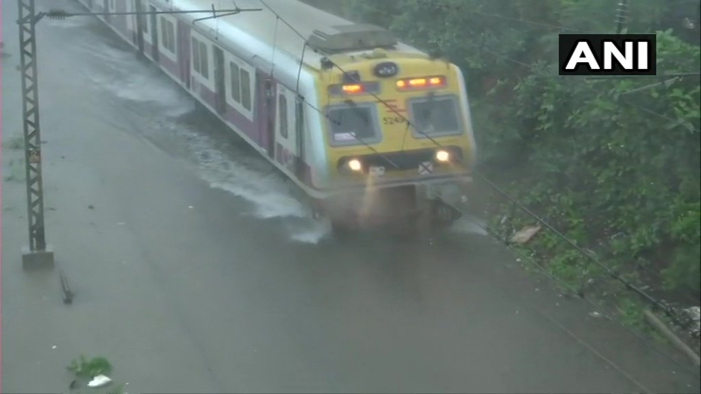 Mumbai, rains, Downpour, Train, Western Railways, Railways, Affected, Delay, NewsMobile, Mobile, News, India