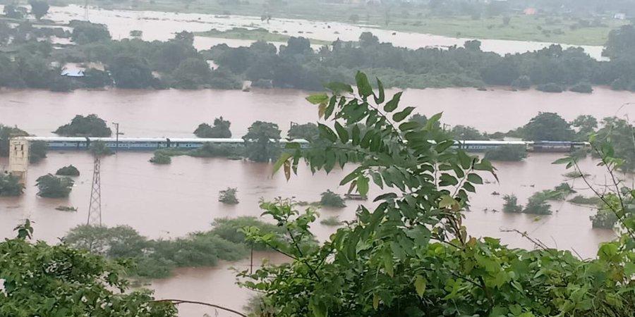 Smart Traveller, Central Railway, U;has River, News Mobile, News Mobile India, Mumbai Rains, Ministry Of Railways
