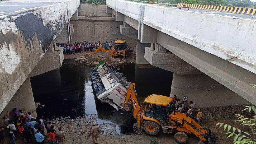 29 dead, Agra, Yamuna Expressway, Lucknow, NewsMobile, Mobile, News, India, City Scape, Uttar Pradesh, India