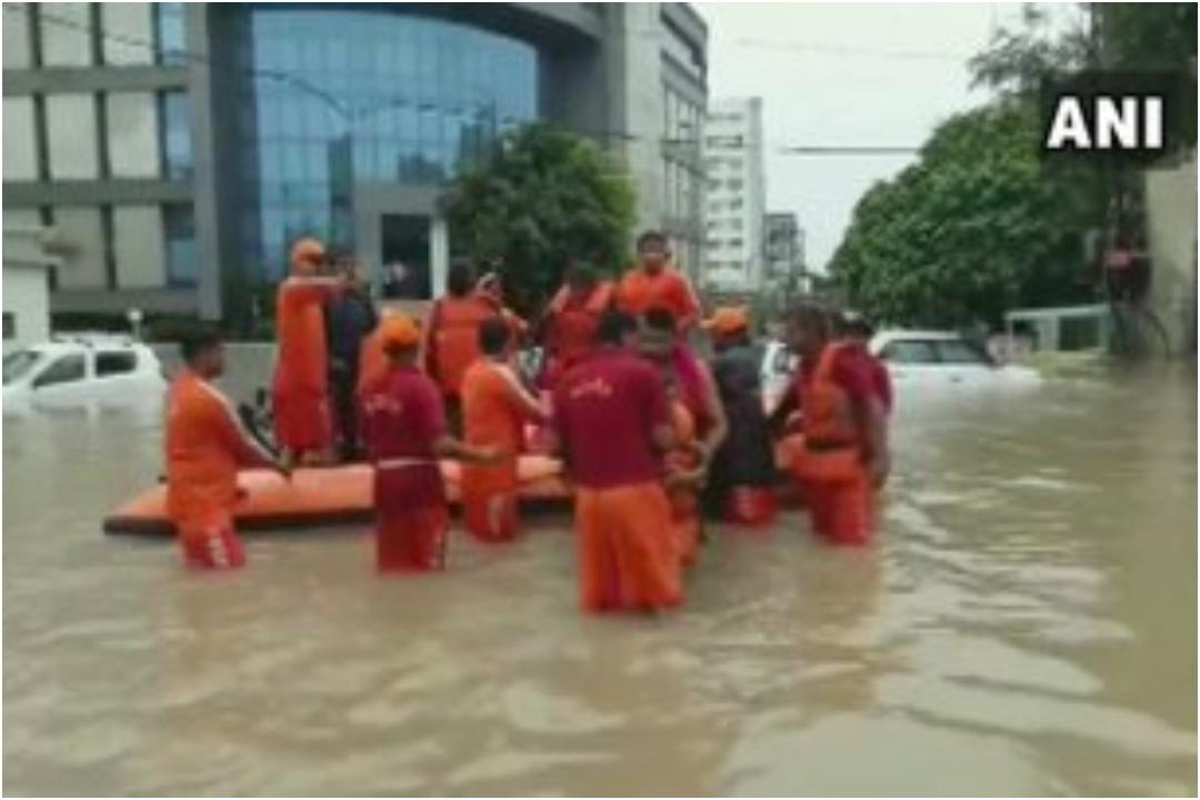 Gujarat Rains, Vadodara, Ahemdabad, Flood, NDRF, CM Vijay Rupani, News Mobile, News Mobile India