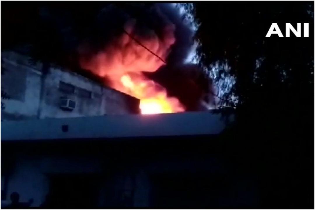 Ghitorni, Delhi, Fire, News Mobile, News Mobile India