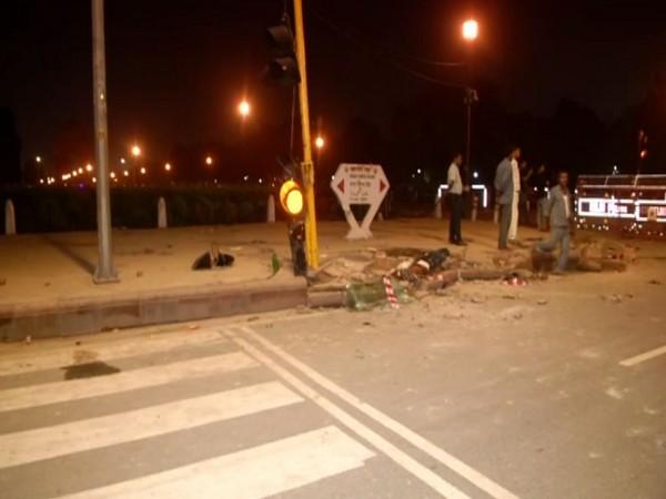 Delhi, India Gate, Accident, NewsMobile, NewsMobile India