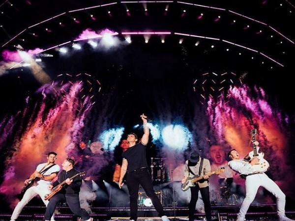 Anupam Kher, Nick Jonas, Priyanka Chopra, Jonas Brothers, NewsMobile, NewsMobile India