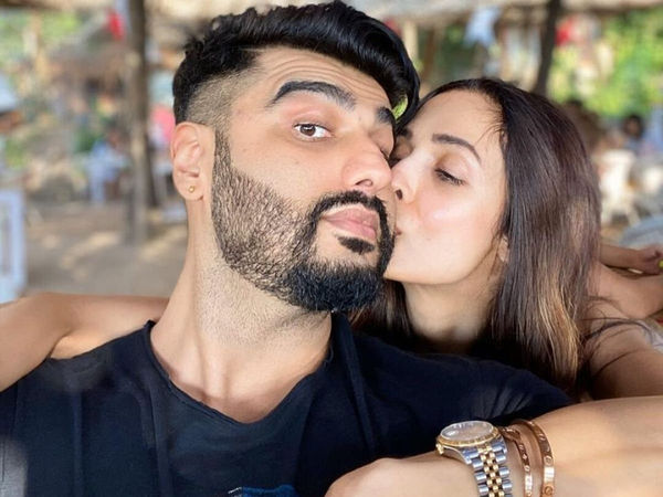 Arjun Kapoor, Malaika Arora, Kissing, New Year 2020, NewsMobile