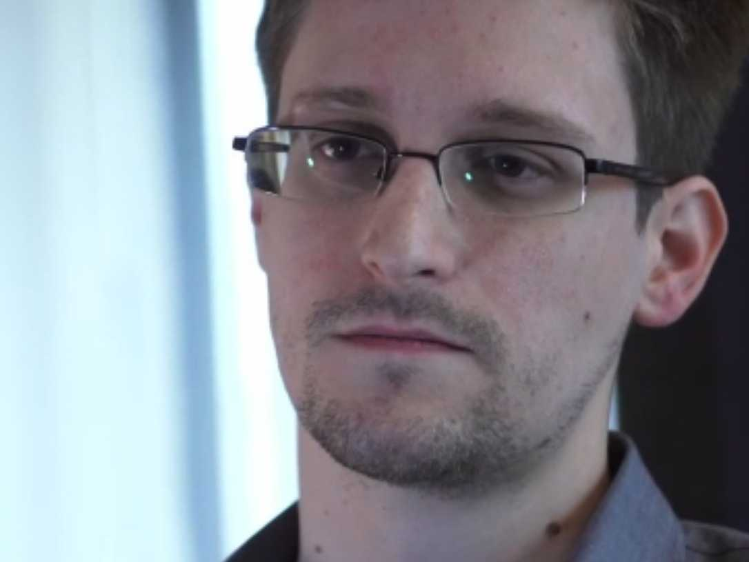 Journalists, exposing, Aadhaar, investigation, Edward Snowden, UIDAI, NewsMobile, Mobile News, India