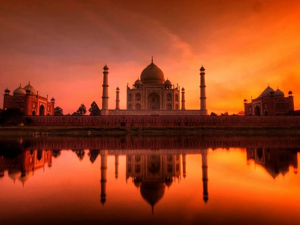 Taj Mahal, Agra, Uttar Pradesh, NewsMobile, NewsMobile India, Visitors, Domestic Visitors
