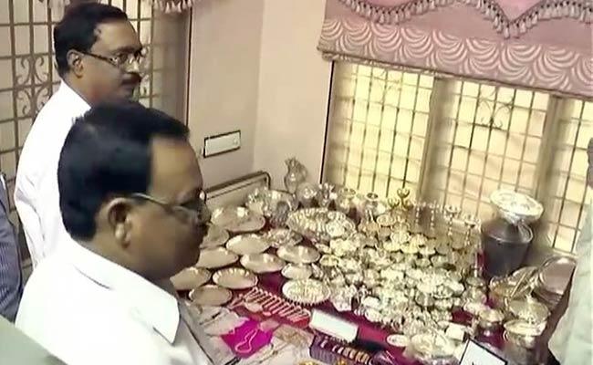 anti-corruption, Hyderabad, Nellore, Purnachandra Rao, Guntur, Road Transport Authority, Anti-Corruption Bureau, 60 kg of silver items, 1 kg of gold articles,