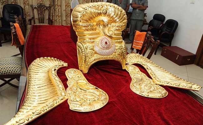 Devi Navarathri, Telangana government. separate Telangana state, Warangal, Goddess Bhadrakali, Rs 3.70 crore, K Chandrasekhar Rao, golden crown,