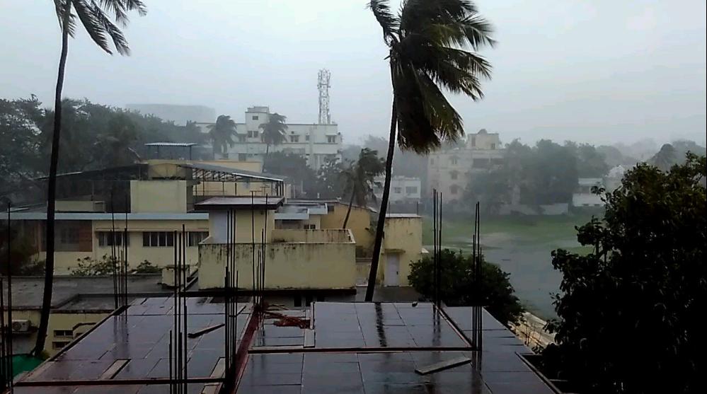Tamil Nadu, 'Vardah', Chennai, Heavy rains, Chennai, Tiruvallore, Kancheepuram, Andhra Pradesh