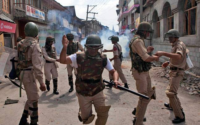 Nowhatta area, Srinagar, grenade attack