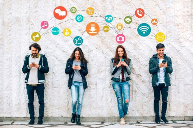 Social networks, Facebook, Instagram, Whatsapp, LinkedIn, Tumbler, Twitter, Flicker,Lifestyle, Health, Eva Buechel