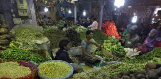 Retail inflation, November, 4.88%, Business, NewsMobile, Mobile News, India