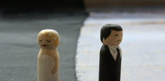 Man, file, divorce, wife, hate, shower, Taiwan World, NewsMobile, Mobile News, India