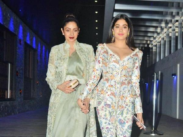 Janhvi Kapoor, Sridevi, Mother's Day, Post, Celebrations, NewsMobile, Mobile News, Entertainment, Bollywood