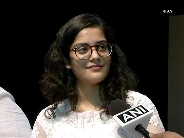 CBSE, topper, Meghna Srivastava, class 12th, NewsMobile, Mobile news, India