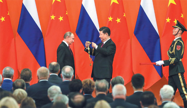 Chinese President Xi Jinping, Russian,Vladimir Putin,Friendship Medal,Great Hall of the People,Beijing,18th Shanghai Cooperation Organization,SCO,