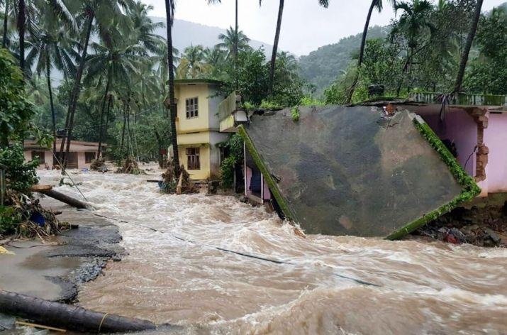 #KeralaNeedsU, PM Modi, announce, Rs 500 crore, immediate, aid, Kerala, Floods, NewsMobile, Mobile News, India