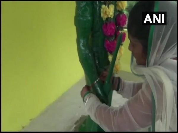 Martyred, constable, sister, tie, rakhi , statue, Chhattisgarh, NewsMobile, Raksha Bandhan, Mobile News, India