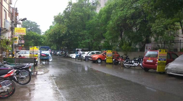 Moderate rainfall lashes Delhi NCR