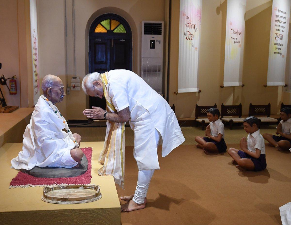 PM Modi, inaugurate, museum, paying, tribute, Mahatma Gandhi, Rajkot, Prime Minister, Narendra Modi, Gujarat, NewsMobile, Mobile News India
