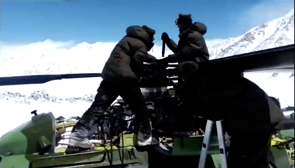 Indian Army, Stuck, Armed Forces, Helicopter, 18000 feet, Siachen, Forces, Air Force, NewsMobile, Mobile, News, India