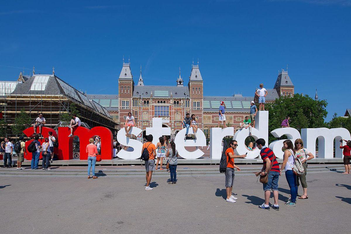 "Amsterdam erases ""I Amsterdam"" sign?"