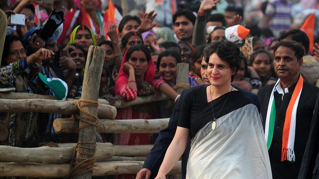 Priyanka Gandhi, Indira gandhi, Congress, UP, Ganga yatra, Rahul Gandhi, general elections, Politics, Lok Sabha, Elections, 2019, Uttar Pradesh, NewsMobile, Mobile, News, India