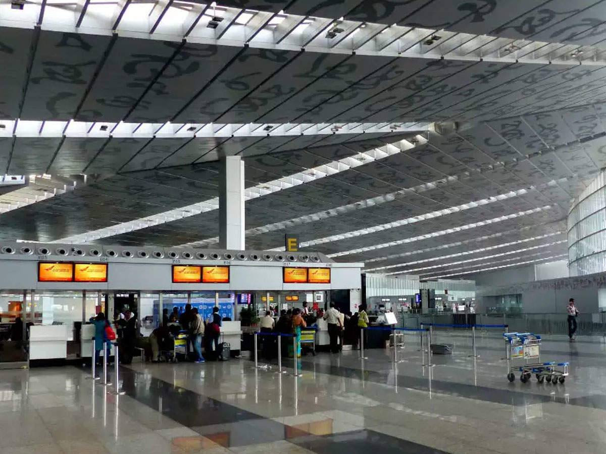 Odisha, Cyclone Fani, Kolkata Airport, Suresh Prabhu, News Mobile, News Mobile India,