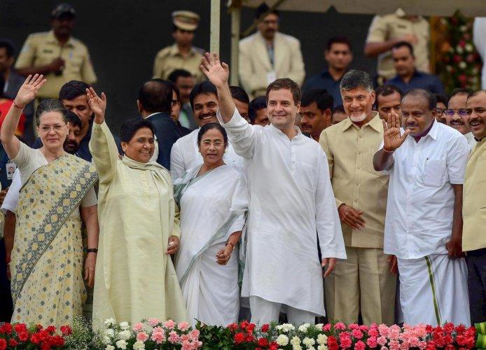 opposition parties, chandrababu naidu, rahul gandhi, EVM, narendra modi, BJP, delhi, mamata banerjee, India, NewsMobile