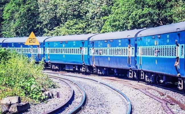 Western Railways, IndianRailways, Cyclone Vayu, Gujarat, Mumbai, Arabian Sea, News Mobile, News Mobile India, Smart Traveller