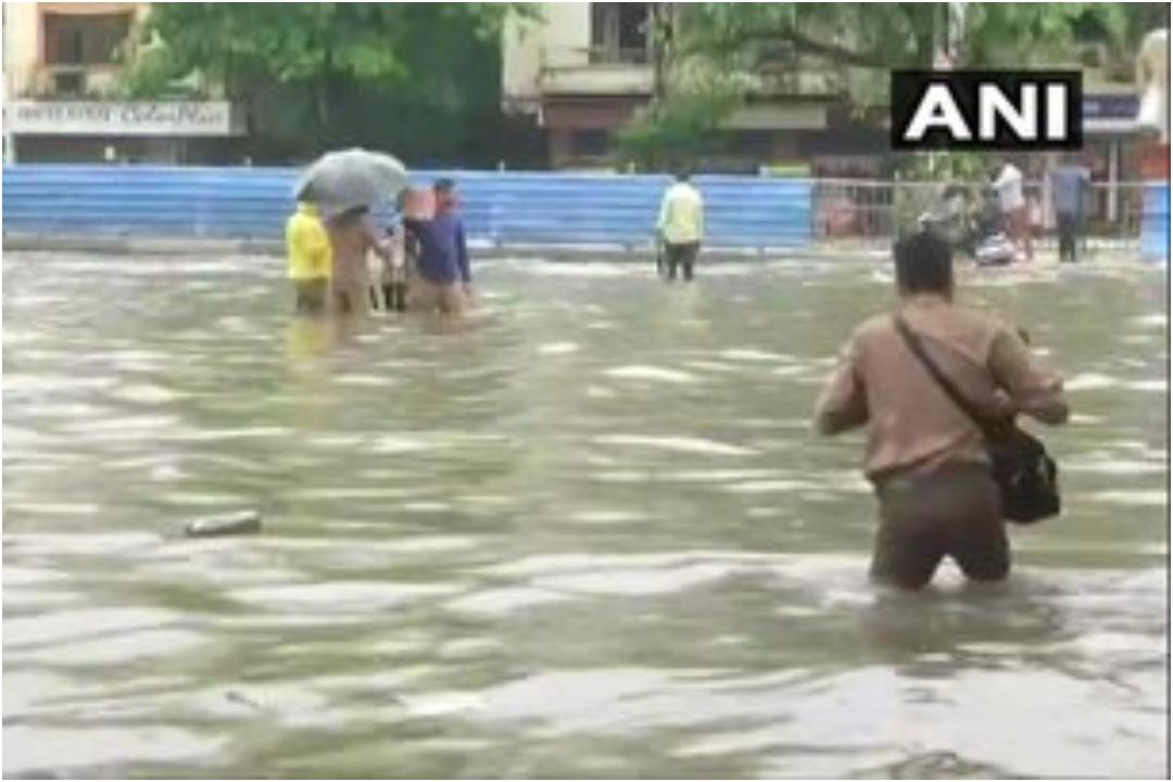 Maharashtra, Malad, Navi Mumbai, Mumbai, Bombay, Mumbai Rains, Indian Navy, Maharashtra CM Devendra Fadnavis, News Mobile, News Mobile India