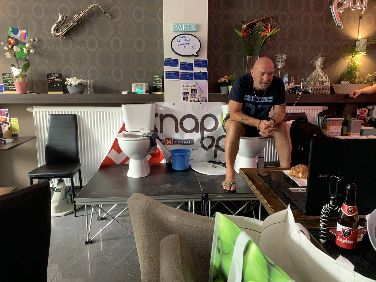 Belgian man, World Record, Belgium, Toilet, Seat, Bar, NewsMobile, Mobile, News, India, Jimmy De Frenne, World