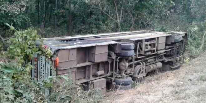 AP, busoverturned, 3killed, 25injured, NewsMobile, NewsMobileIndia
