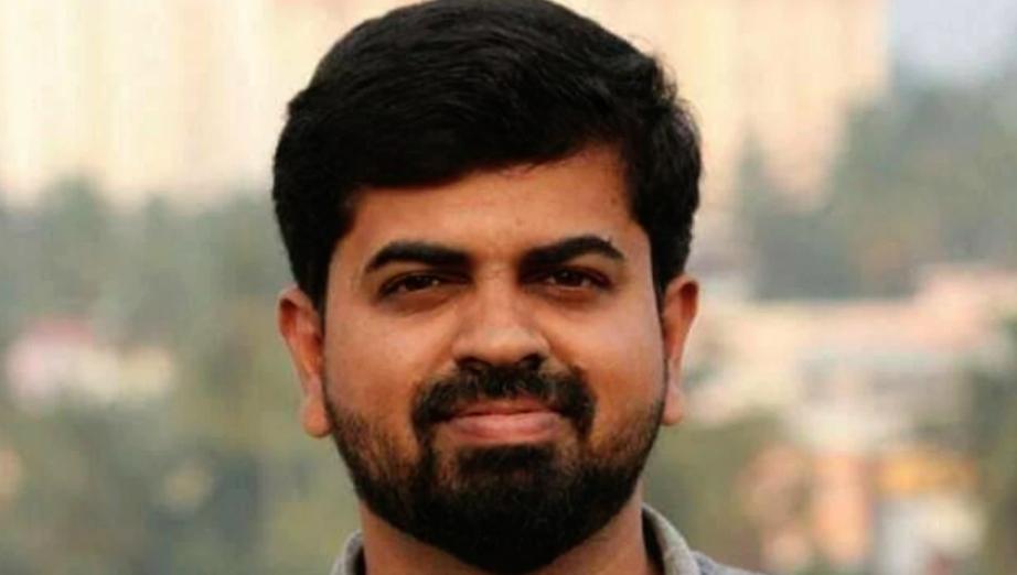 Kerala, Journalist, Killed, IAS, Car, NewsMobile, Mobile, News, India