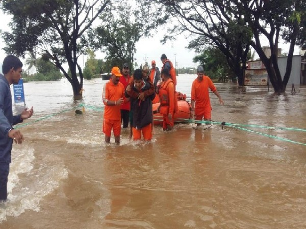 Pune, Maharashtra, Floods, NDRF, Maharashtra CM Devendra Fadnavis, News Mobile, News Mobile India