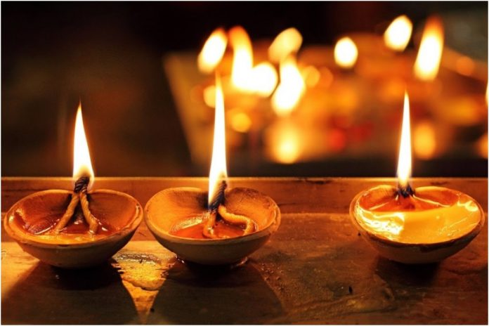diwali, dipawali, deepawali, Lord Rama, Ravana, dhanteras, navratri, festival of lights, Durga Pujo, Goddess Laxmi, Sikhs, South India, North India, BHai dooj, NewsMobile, India